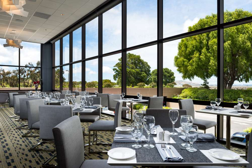 https://hiltonsfo.com/wp-content/uploads/2018/08/HSFWindowsRestaurant2014LRG-3-1.jpg